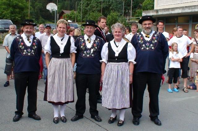Burglenビュルグレン村:民族衣装の人たち